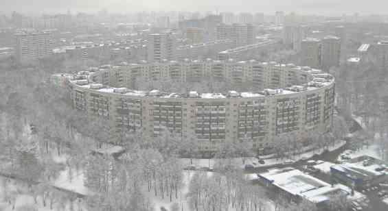 Москва Нежинская улица. Дом-бублик зимой